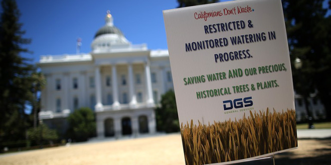 A sign explaining Dead lawn in front of the California State Capitol in Sacramento. PHOTO: JUSTIN SULLIVAN/GETTY IMAGES